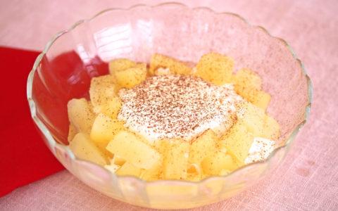 りんごコンポートとアイスクリームのデザート